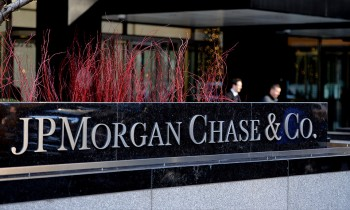 JPMorgan Chase & Co. (NYSE:JPM) Predicts Flat Earnings for US Stocks
