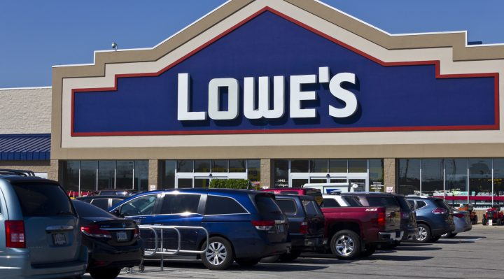 Indianapolis - April 2016: Lowe's Home Improvement Warehouse III